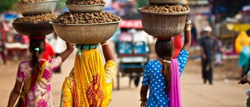 indian-women-carrying-baskets
